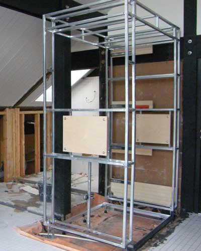 Umbau zum Designbad-Vorarbeiten für Ebenerdige Dusche- montage der Waschtisch- Regenduschkonstruktion