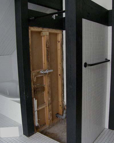 Umbau zum Designbad-Ebenerdige Dusche nach Rohrbruch geplant