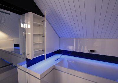designbad-kaarst-led-licht-badezimmerhaengeschrank